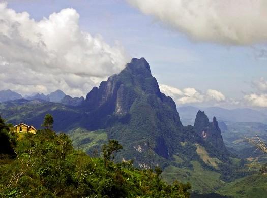 La montagne Phou Bia, site le plus célèbre de Xaysomboun