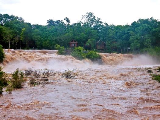 chutes d'eau laos tad lo