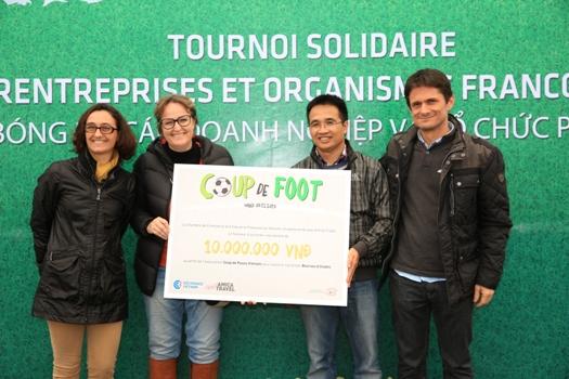 Amica Travel a remis le profit du tournoi à Coup de Pouce Vietnam